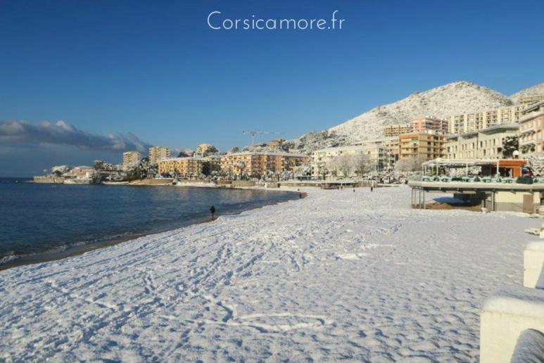La plage du Trottel sous la neige