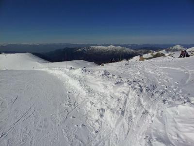 Skier face à la mer