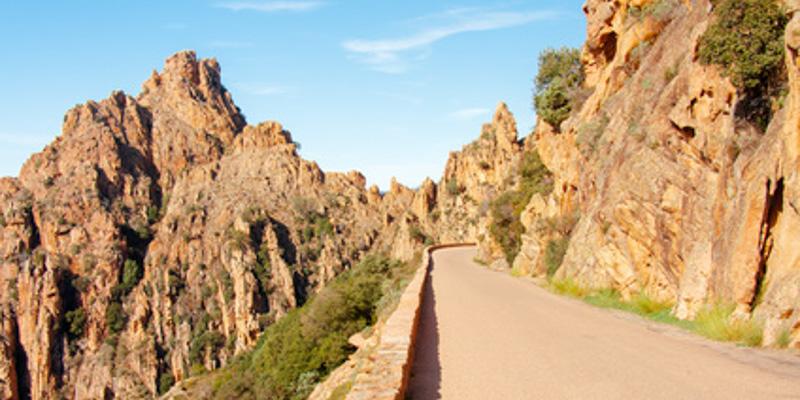La voiture pour des vacances en Corse : luxe ou obligation ?