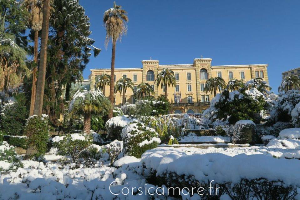 L'assemblé de Corse et son jardin