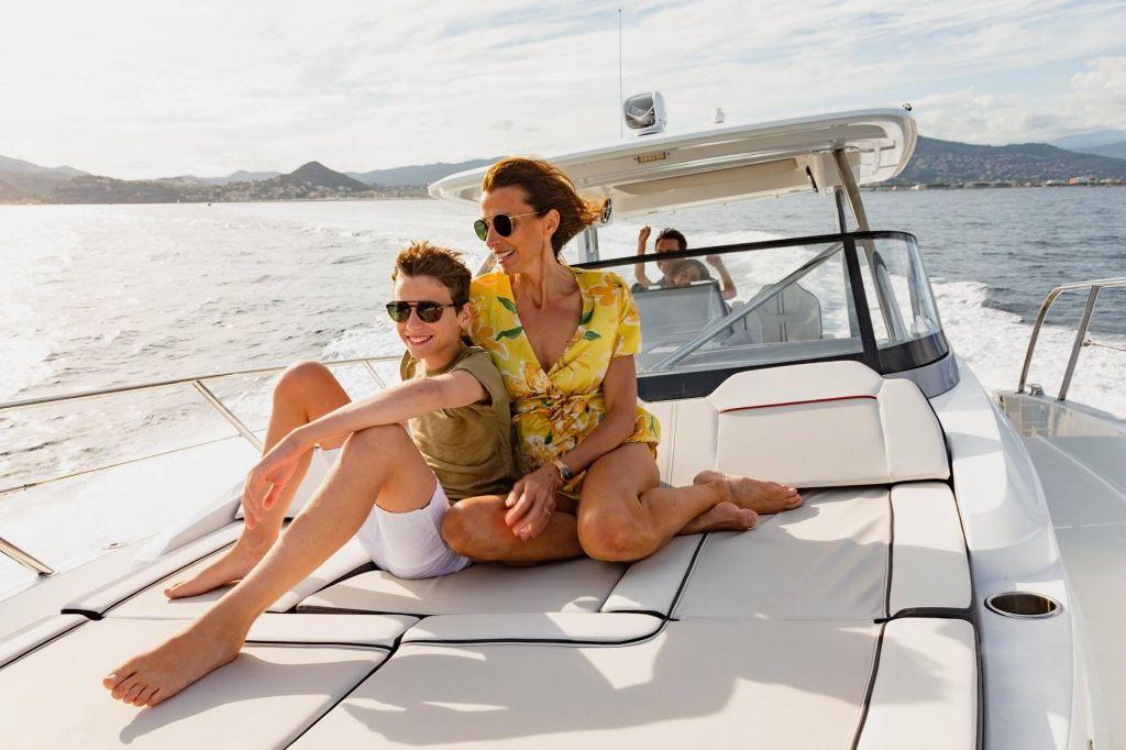 Découvrir la Corse en bateau moteur