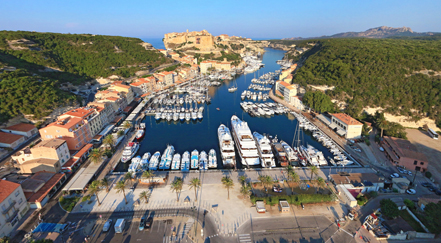 Le port de bonifacio fait sa mue for Restaurant bonifacio port