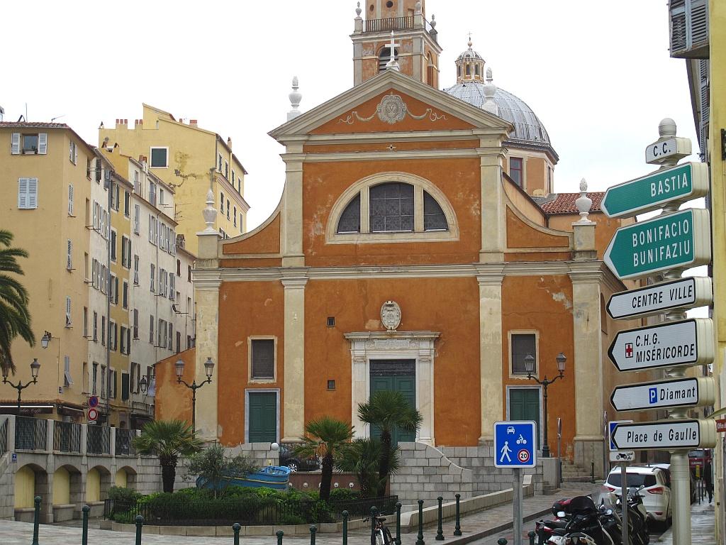 La cathédrale d'Ajaccio sous la pluie