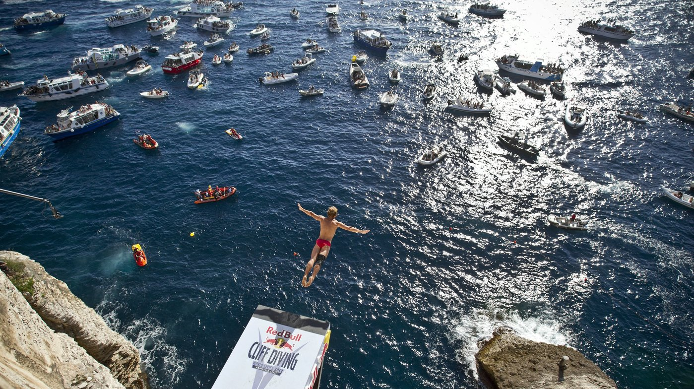 Photo RedBull Cliff Diving à Bonifacio