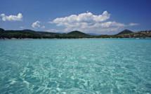 Avion ou bateau pour la Corse, qui est le moins cher ?