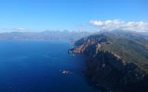 Les sommets enneigés depuis le Capo Rosso